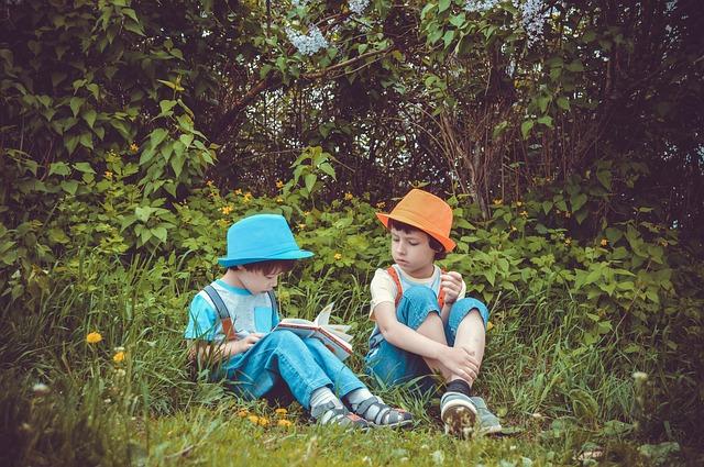 děti na zahradě