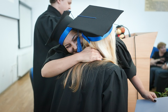 šťastné absolventky