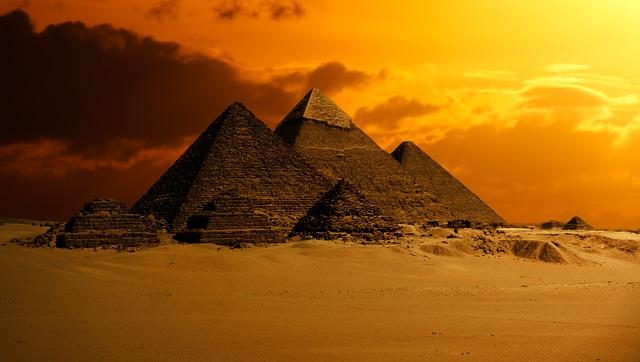 pyramidy na poušti